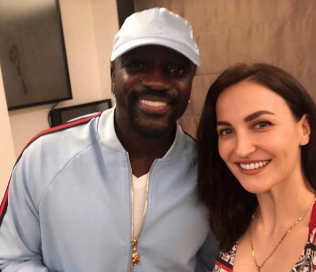 Elli AvrRam meets international singer Akon