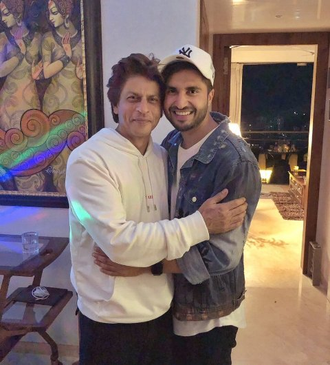 Actor Jassie Gill meets Shah Rukh Khan, feels himself 'blessed'