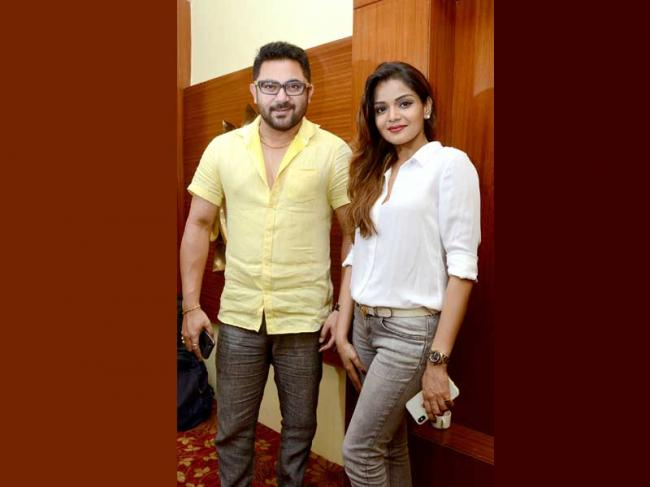 Sohom, Arunima launch trailer of Rong Beronger Kori