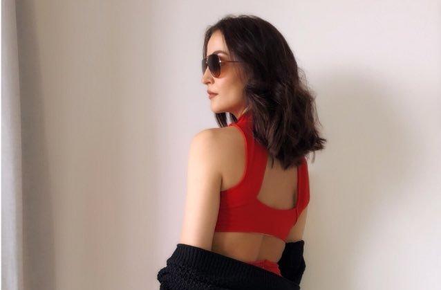 Elli AvRam shares gorgeous image of herself on social media