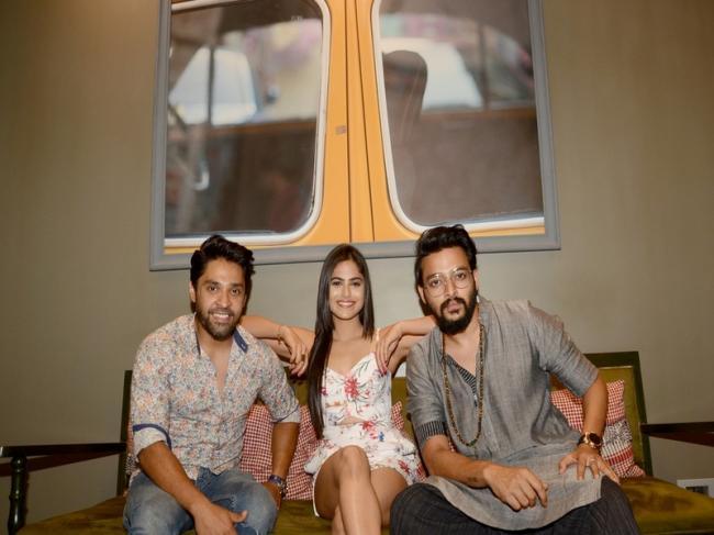 Hoichoi announces new web series titled Charitraheen