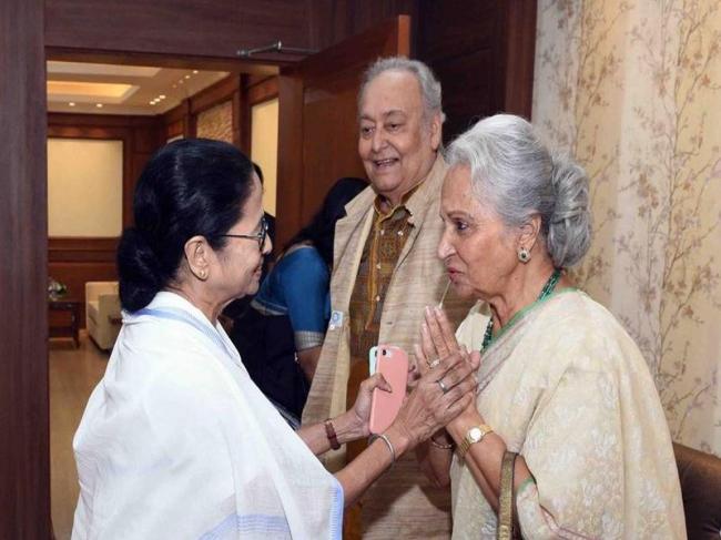 Waheeda Rehman with Mamata Banerjee and Soumitra Chatterjee