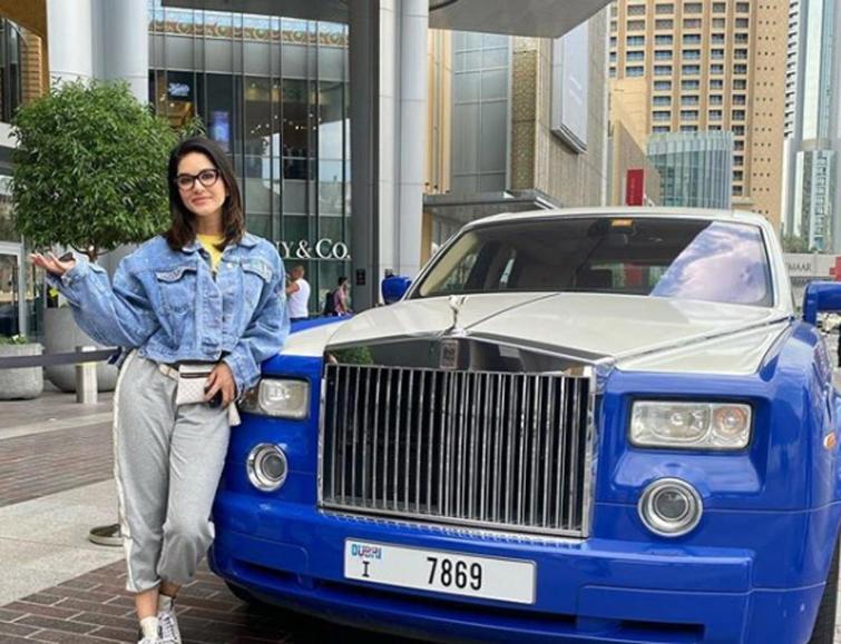 Sunny Leone busy shopping in Dubai
