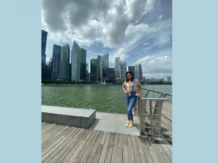 Sunny Leone visits Singapore, shares her cute image on social media