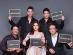 Akshay Kumar presents actress Bhumi as Durgavati
