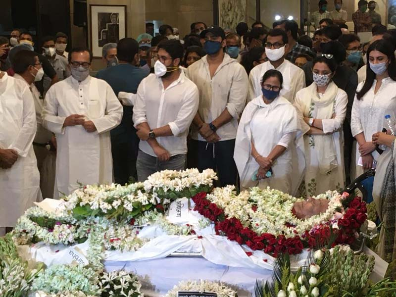 RIP Legend: Soumitra Chatterjee's last rites performed with full state honours