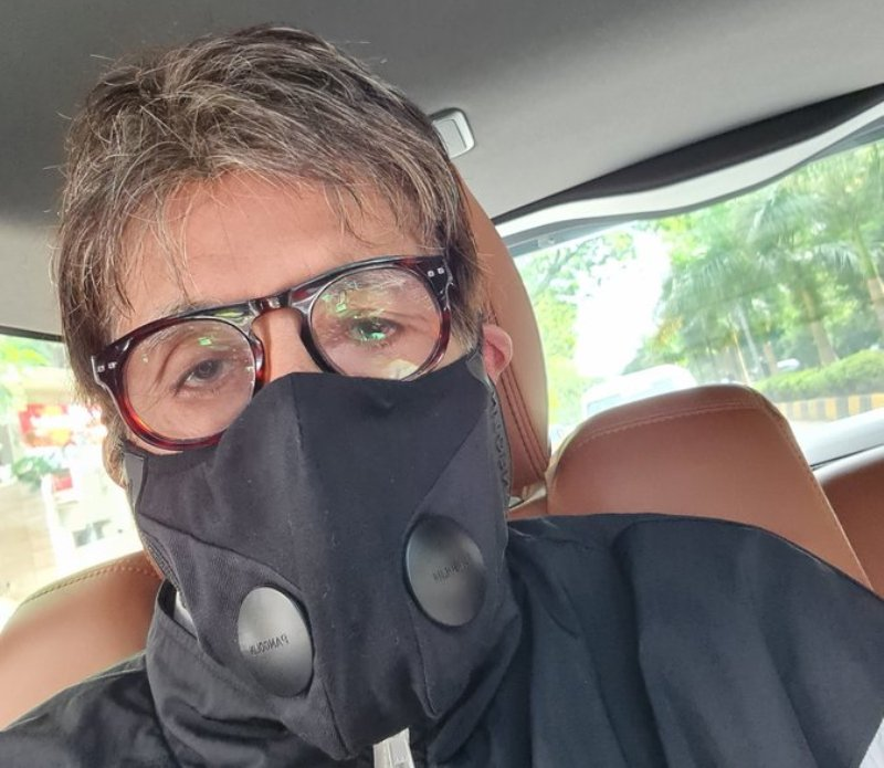 Amitabh Bachchan begins his workday with a selfie