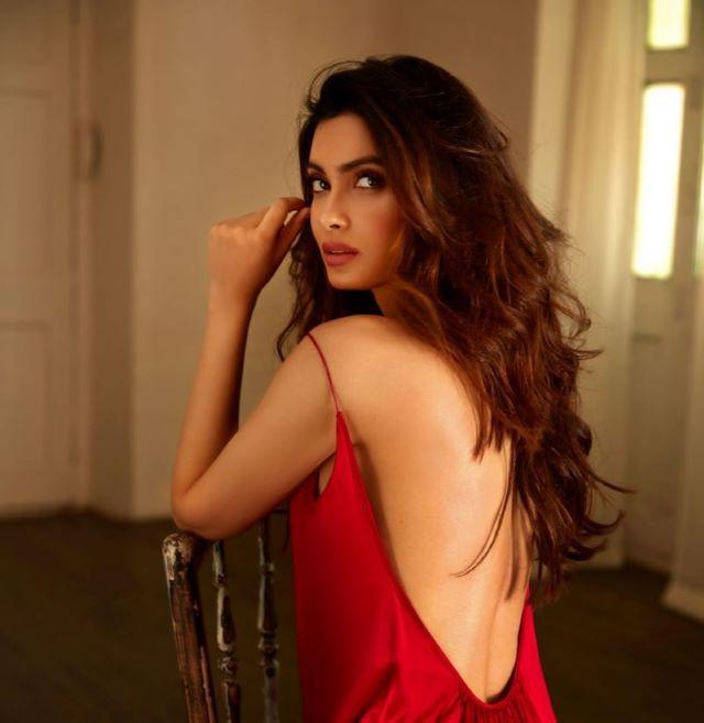 Diana Penty turns muse for Disha Patil at Lakme Fashion Week