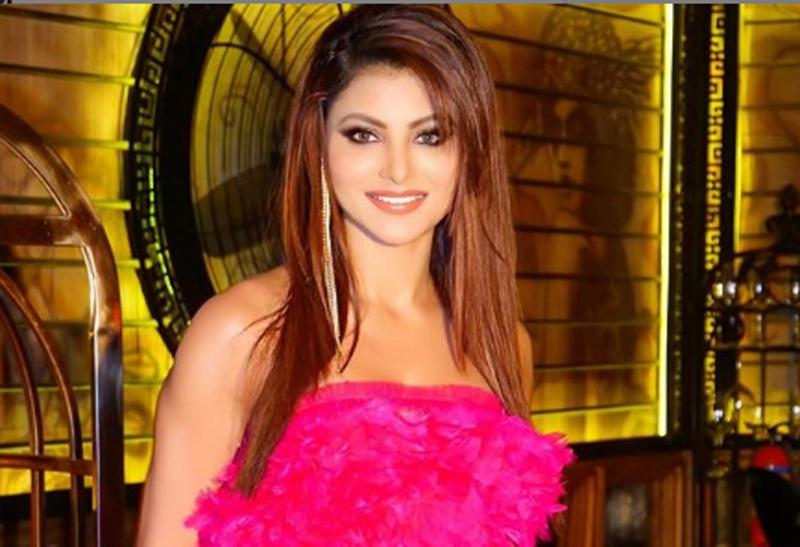Urvashi Rautela looks sizzlingly hot in pink dress