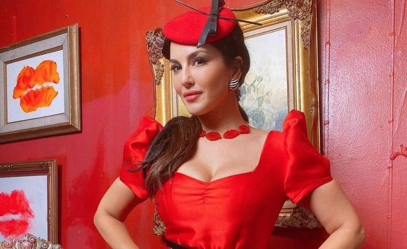 Sunny Leone looks ravishing in red dress