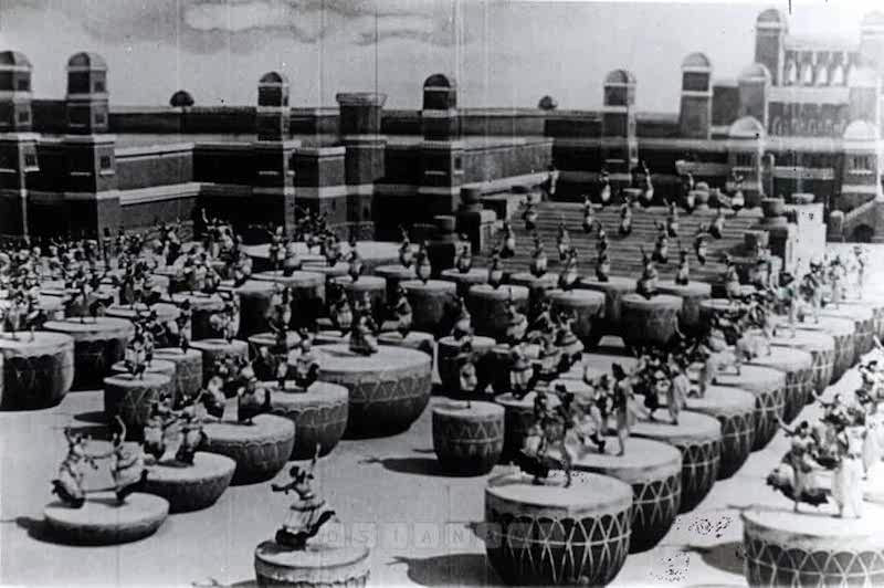 The dance scene from S. S. Vasan's Chandralekha (1948)