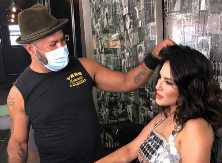 In her latest Instagram post, Sunny Leone is busy with her hair and makeup
