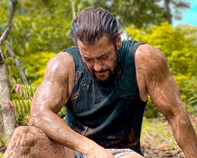 Netizens troll Salman Khan for 'posing' to pay respect to farmers