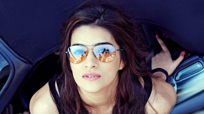 Kriti Sanon wishes parents on marriage anniversary
