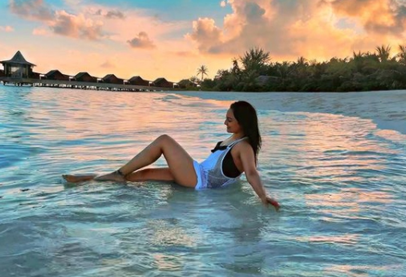 Sonakshi Sinha finds 'happiness' in Maldives beach time