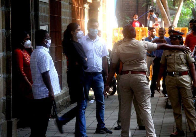 Rhea Chakraborty outside NCB office (Image Credit: UNI)
