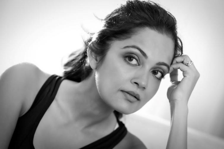 Sheena Chohan recites Bengali version of Kireet Khurana's 'Pravasi'