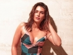 Kriti Sanon shares glamourous image on Instagram, Amitabh Bachchan says 'wow'