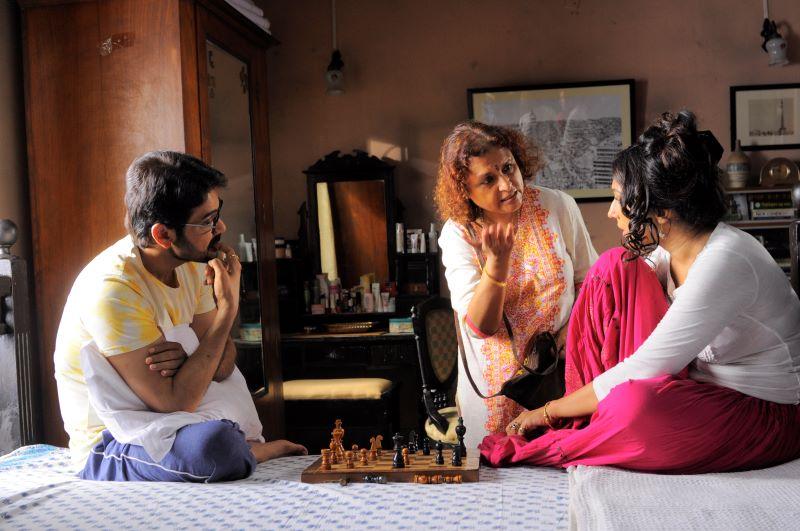 (From L to R) Prosenjit Chatterjee, Nandita Roy and Rituparna Sengupta during shooting