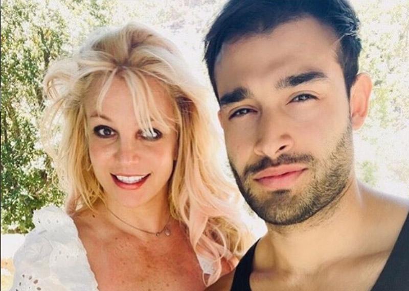 Britney Spears announces engagement with boy friendSam Asghari