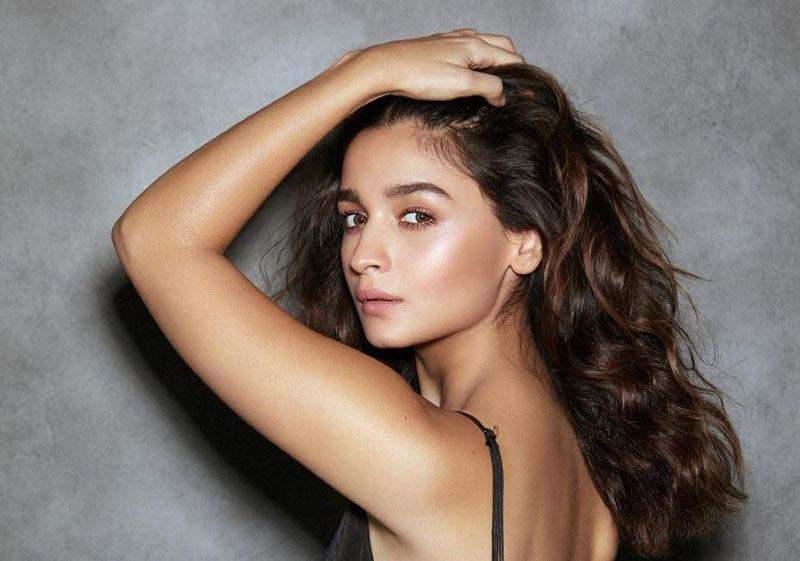 Alia Bhatt announces first production Darlings in collaboration with Shah Rukh Khan