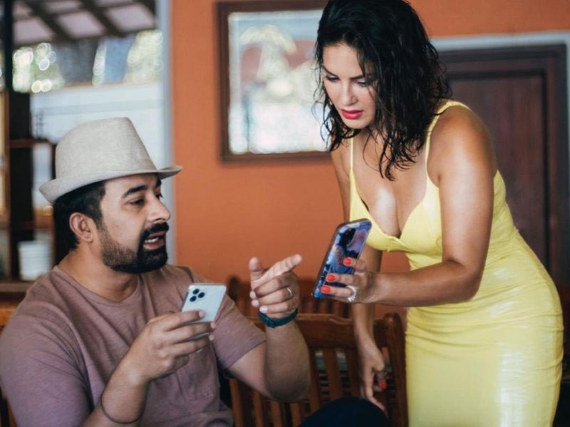 What was in Sunny Leone's phone?