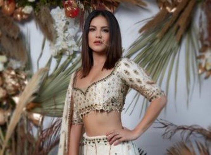 Sunny Leone looks gorgeous in her Sunday ethnic look