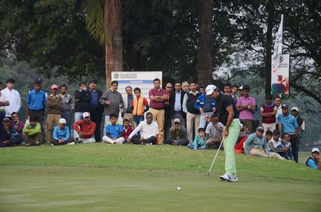 Jyoti Randhawa soars with two eagles to take commanding four-shot lead