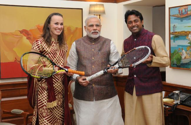 Paes-Hingis crash out of French Open