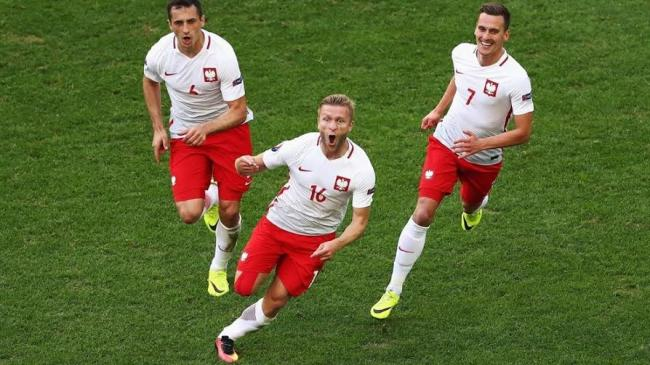 BÅ'aszczykowski shoots Poland past Ukraine