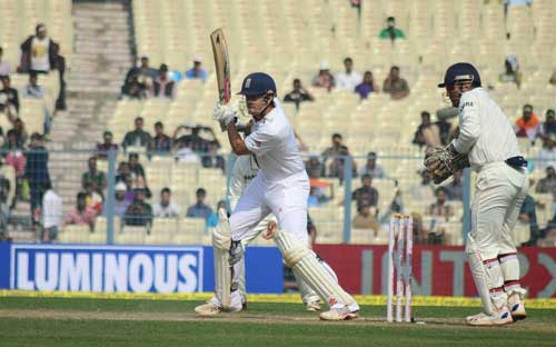Alaister Cook breaks Sachin's record, reaches 10,000 runs in Tests