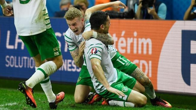 Brady sends euphoric Ireland into the last 16