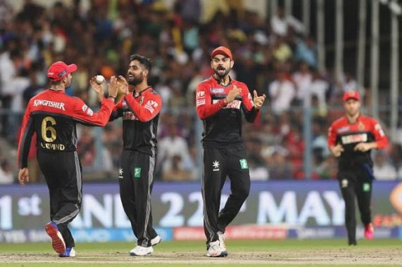IPL: AB, Abdullah star in scintillating win; RCB beat GL by 4 wickets