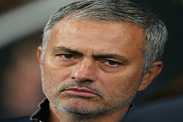 Manchester United signs José Mourinho as manager