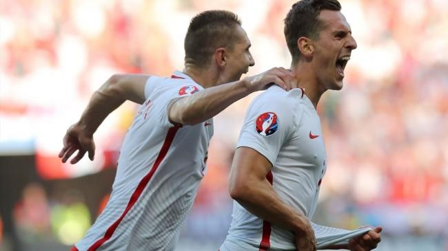 Poland defeat Northern Irish for first EURO win