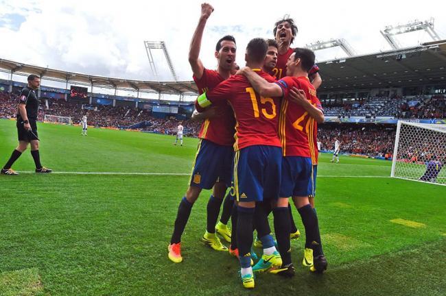 Piqué pounces for late Spain win
