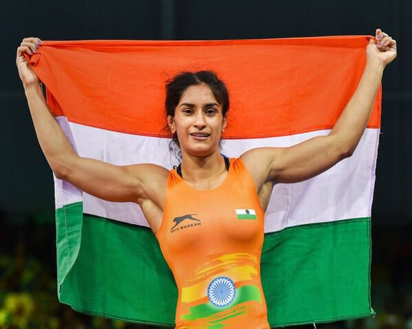 President Ram Nath Kovind congratulates wrestler Vinesh Phogat for winning Asian Games gold