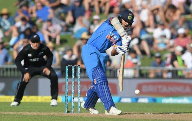 India beat New Zealand by eight wickets in Napier; Dhawan shines