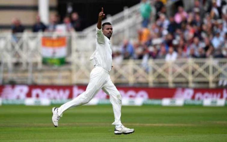 Hardik Pandya takes a stunning catch, netizens praise him