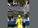 Shah Rukh Khan, MS Dhoni come in one frame after CSK-KKR match