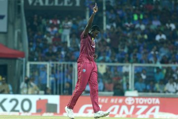 Lendl Simmons hammers crucial 67 runs as West Indies beat India by 8 wickets, level series 1-1