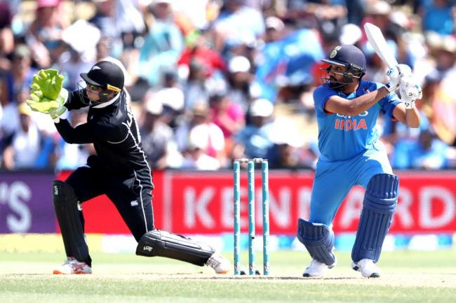 Rohit, Dhawan shine as India set 325 as target for NZ in second ODI