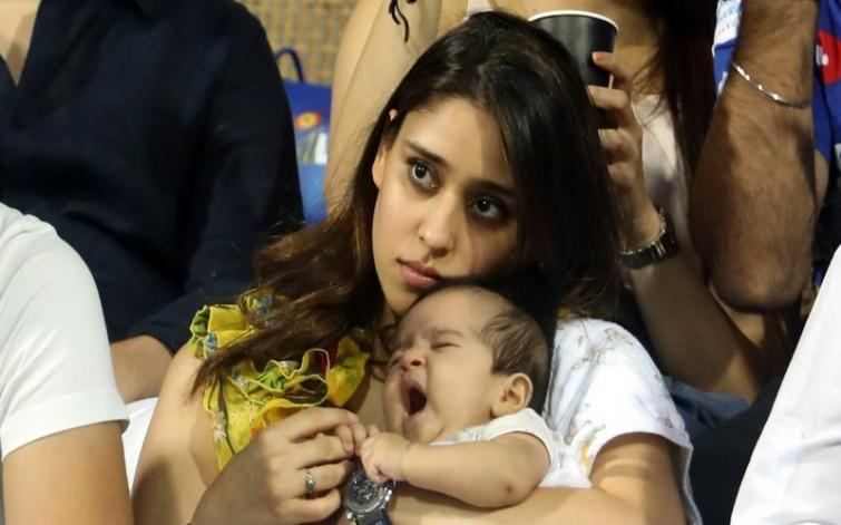 Rohit Sharma S Daughter Samaira Catches Attention In Mumbai Indians First Ipl Match Indiablooms First Portal On Digital News Management