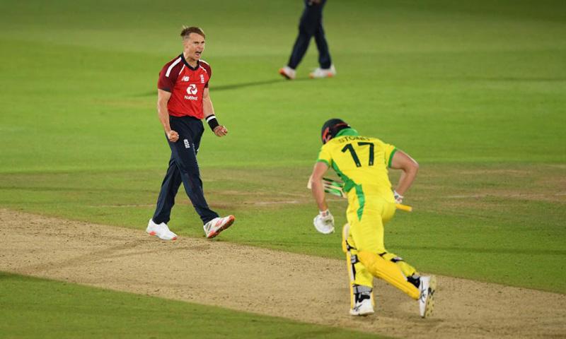 First T20I: England beat Australia by 2 runs, lead 1-0