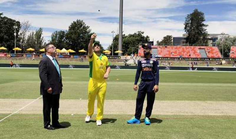 Third ODI:India win toss, opt to bat against Australia