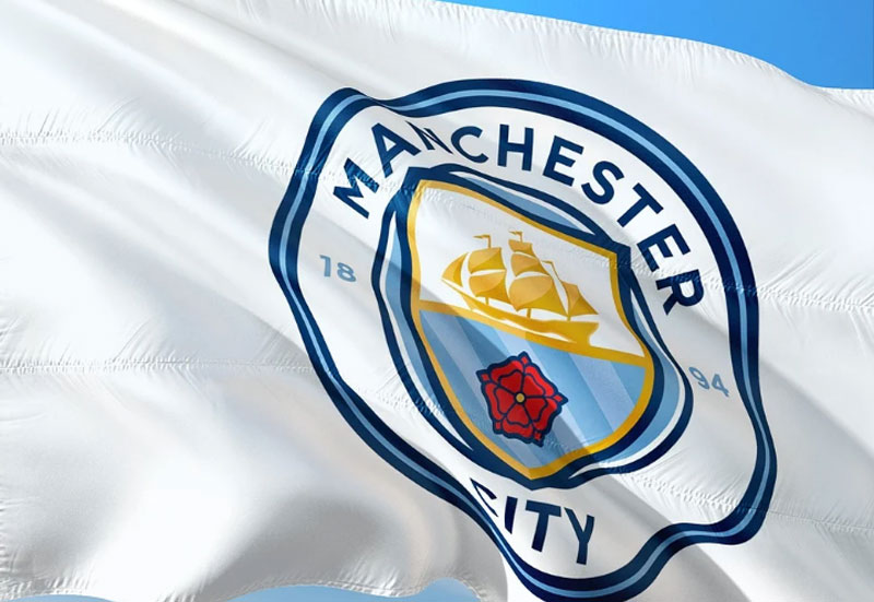 Manchester City signs Torres from Valencia