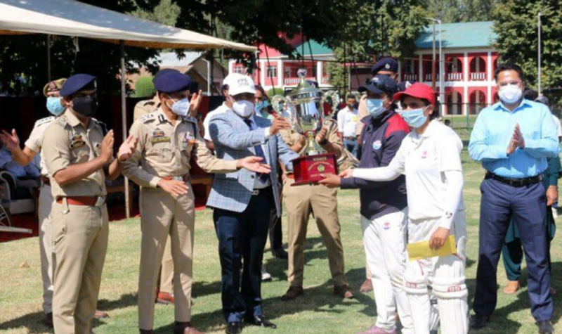 Kashmir cricket: Anantnag wins women's cricket tournament