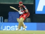 AB de Villiers plays heroic 48 runs knock as RCB beat MI by 2 wickets in IPL opener