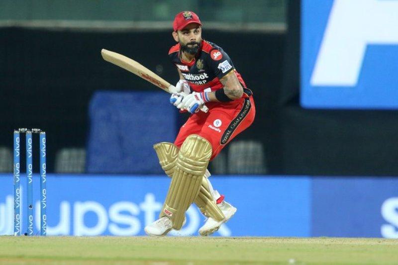 AB de Villiers plays heroic 48 runs knock as RCB beat MI by 2 wickets in IPL opener