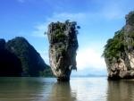 Tourists enjoy in Thailand despite curfew